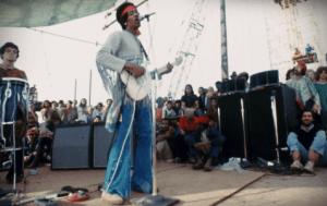 Jimi Hendrix con un Fuzz Face en el escenario